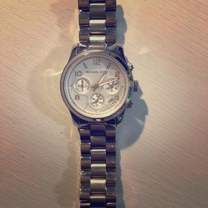 Michael Kors Accessories - Very fashionable Michael Kors women's watch